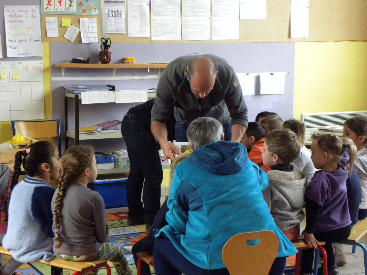 Initiation à l'apiculture dans les écoles de Cardet, Lezan et Lédignan.